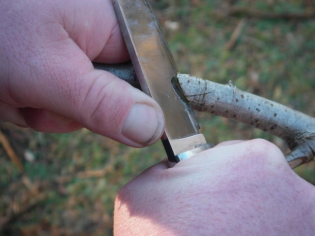 bushcraft knife under 200dollars on the market